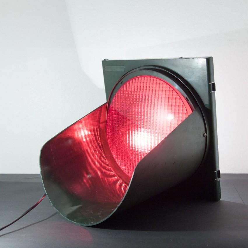 Grand feu rouge de signalisation