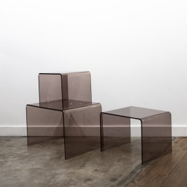 Trio de tables gigognes en plexiglas fumé