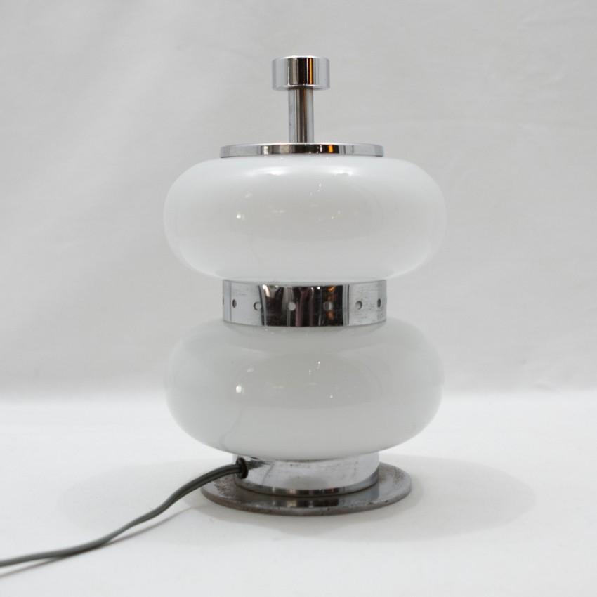 lampe d 39 appoint en m tal chrom et verre. Black Bedroom Furniture Sets. Home Design Ideas