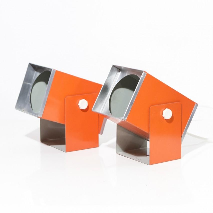 Appliques en tôle pliée orange