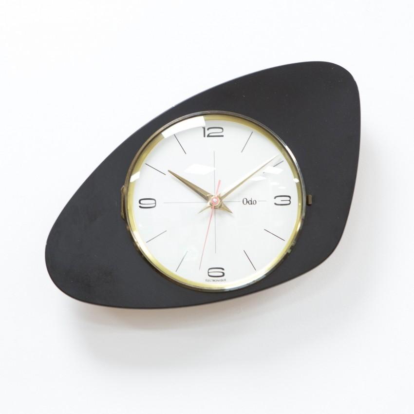 Horloge moderniste Odo en Formica et laiton