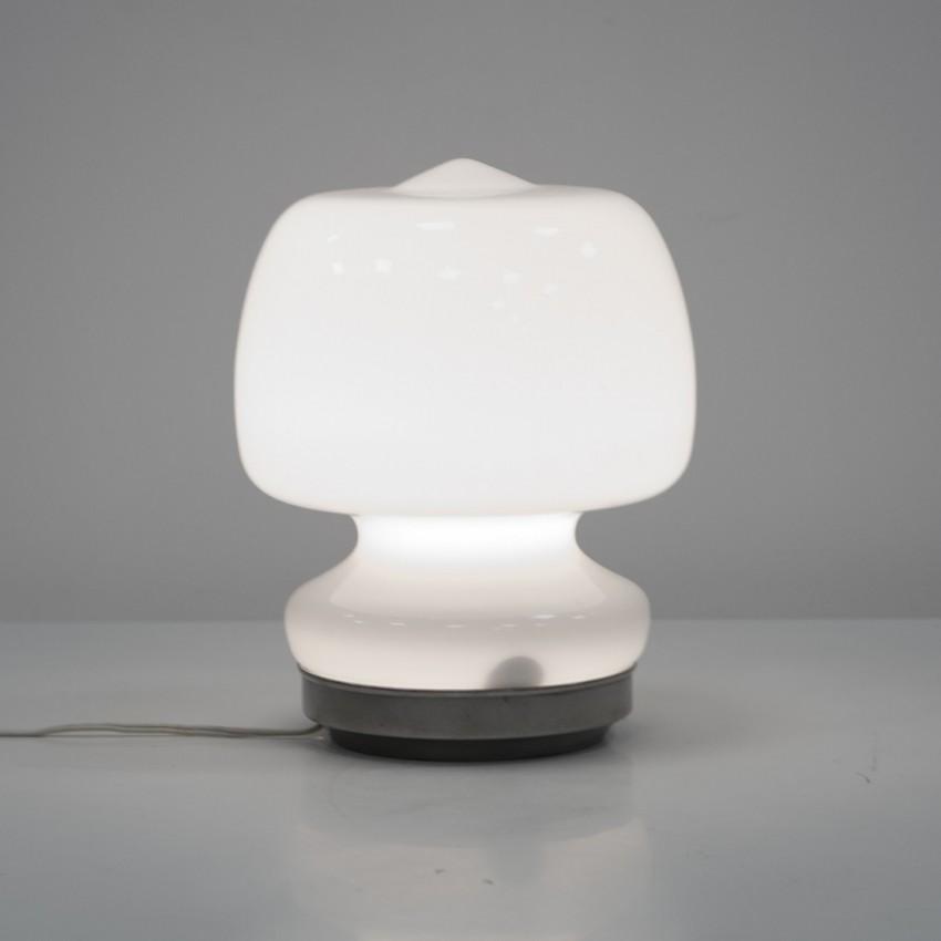 Lampe d'appoint italienne en verre opale des années 1960