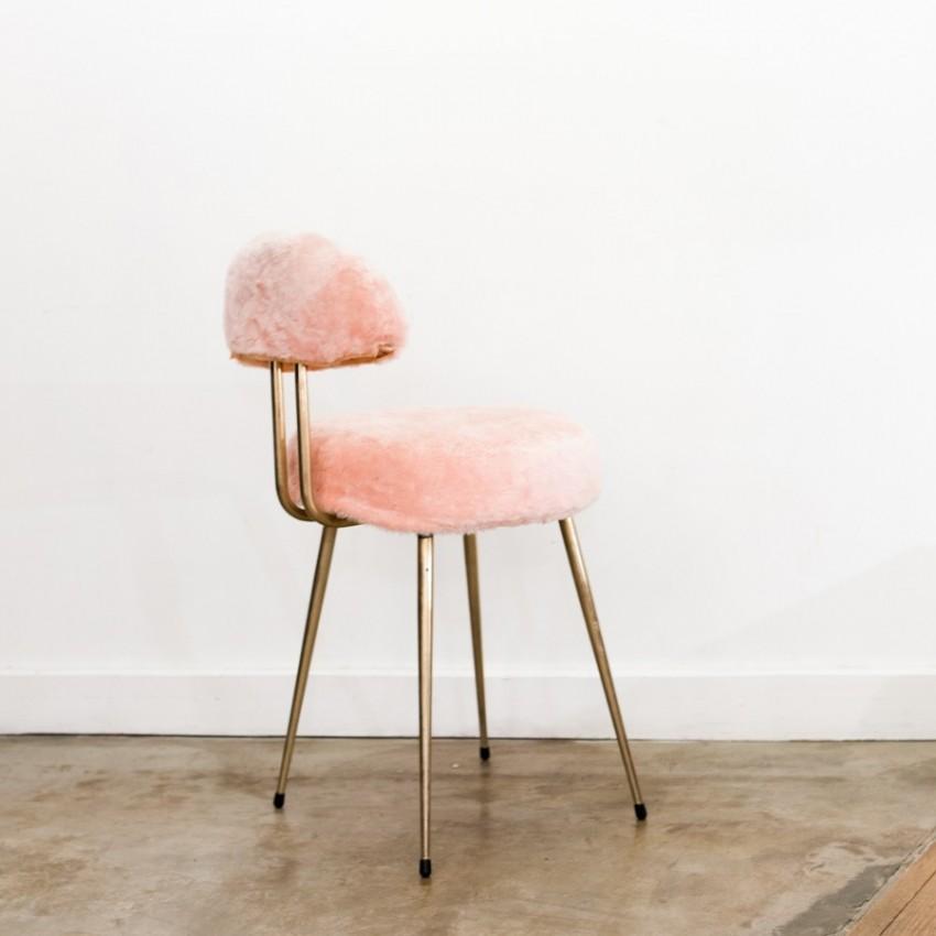 Chaise moumoute rétro et rose !