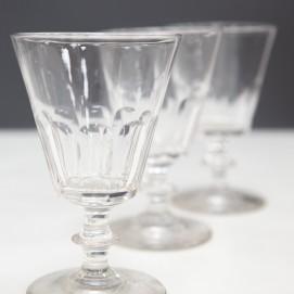 Verres à vin anciens en cristal