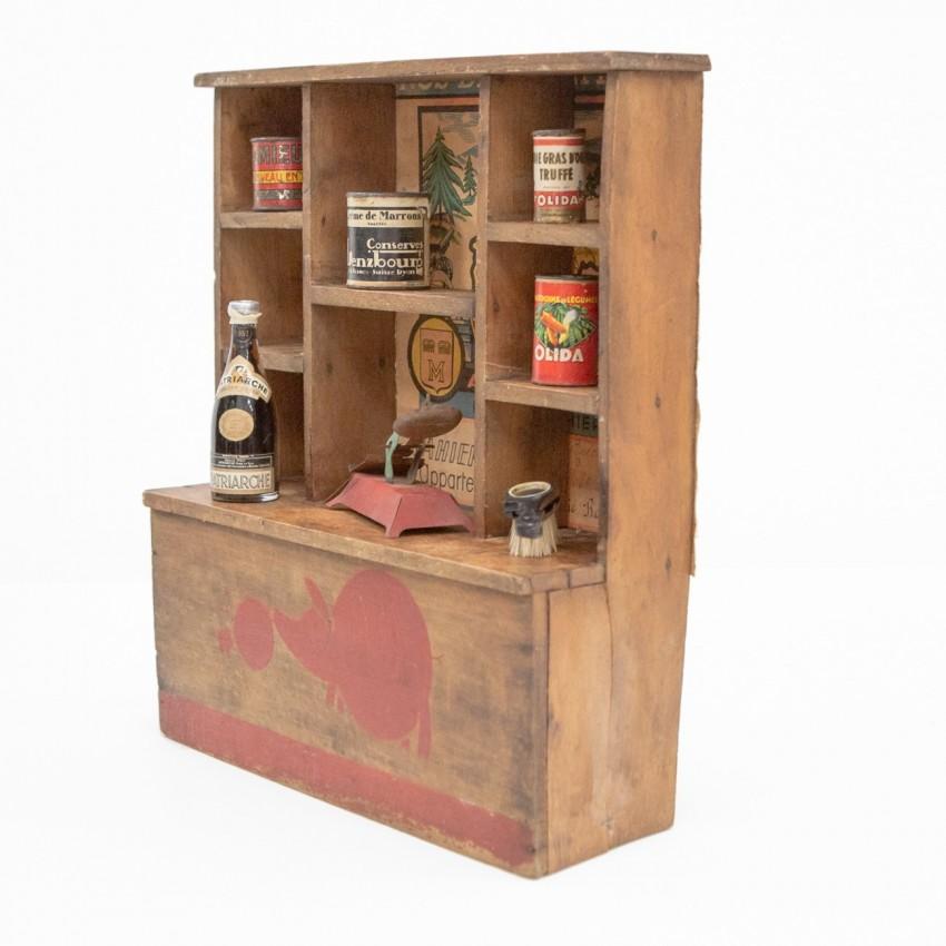 Ancienne épicerie miniature en bois comportant de produits de marques des années 1940