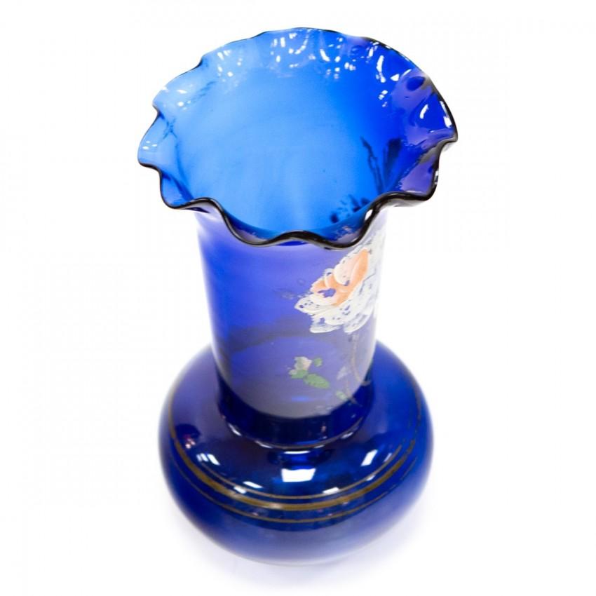 Vase bleu aux motifs floraux