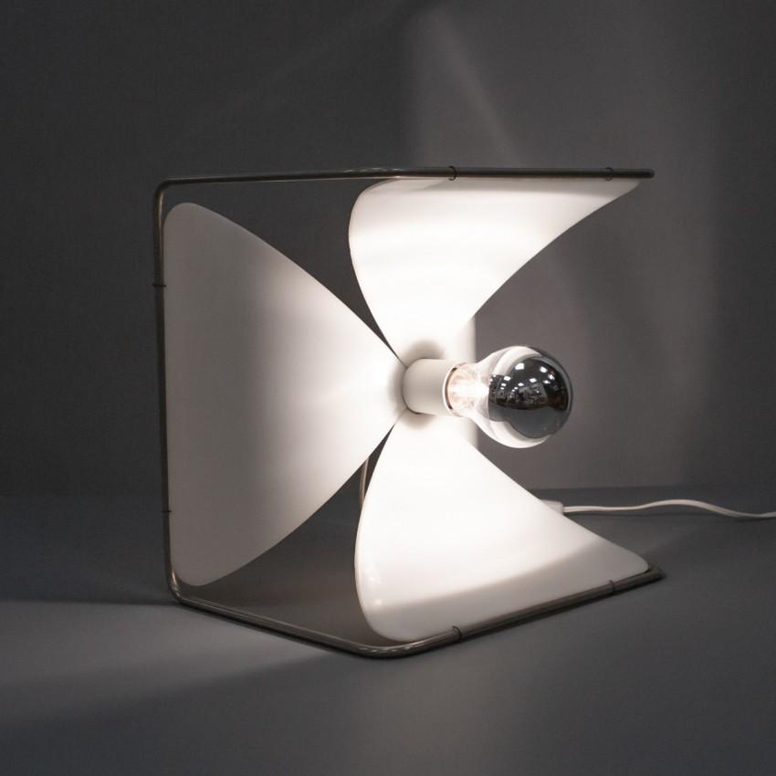 Fleur lumineuse en Plexiglas de J.L. Rignault