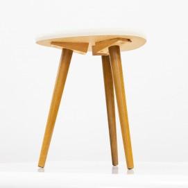 Petite table tripode des années 1950 en Formica