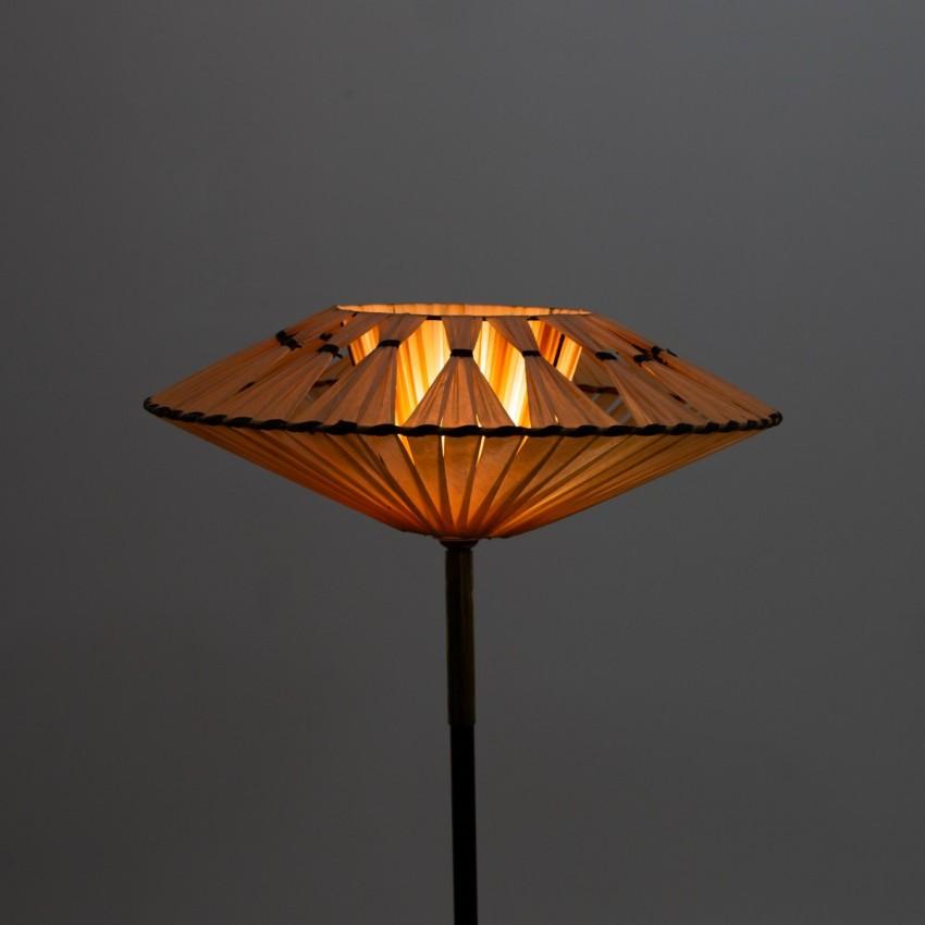 Lampadaire tripode en métal et résine des années 1950