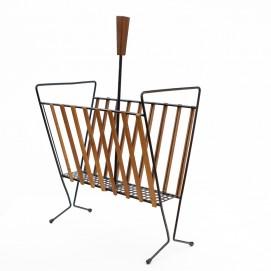 Porte-revue en métal, bois et tôle perforée des années 1960