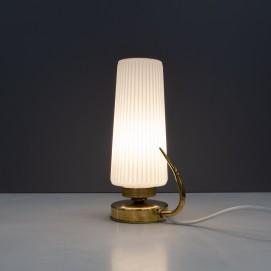 Lampe mobile en verre cannelé et laiton