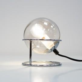 Lampe boule de verre et socle chromé des années 1970