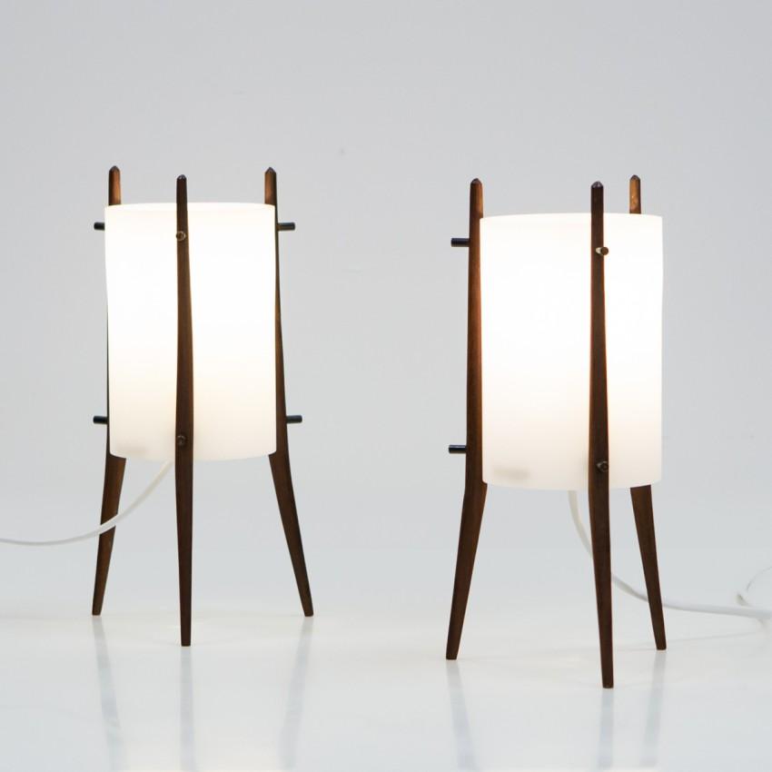 Lampe tripode cylindrique en plexiglas et teck d'Alfaplex Milano
