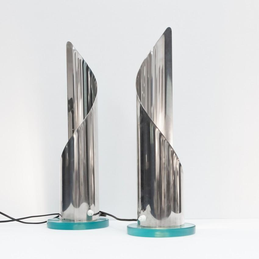 Grands luminaires cylindriques en feuille métal chromé enroulée
