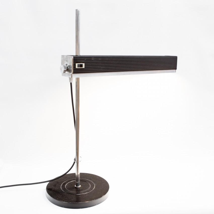 Lampe d'atelier Jumo au réflecteur parallélépipédique en tôle ajourée coulissant sur une tige chromée