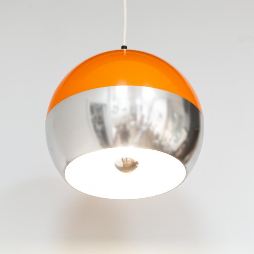 Suspension ronde orange et chromée des années 1970
