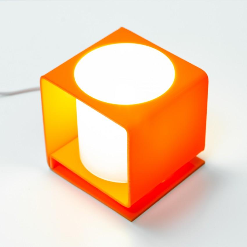Cube lumineux en Plexiglas orange et cylindre blanc des années 1960