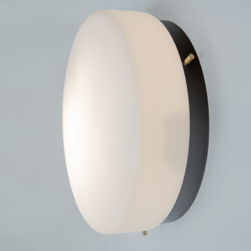 Hublot cylindrique en métal laqué noir et verrerie opale des années 1960