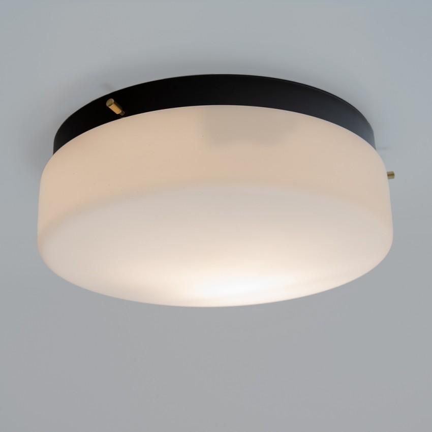 Grande applique cylindrique en métal laqué noir et verrerie opale des années 1960
