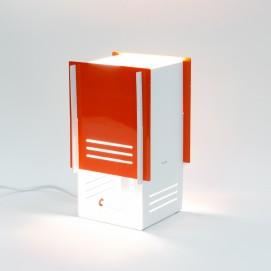 Lampe cubique en tôle ajourée