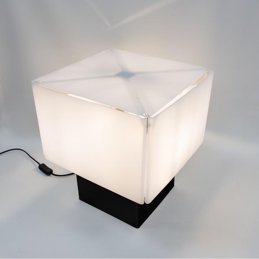 Lampe cubique en Plexiglas