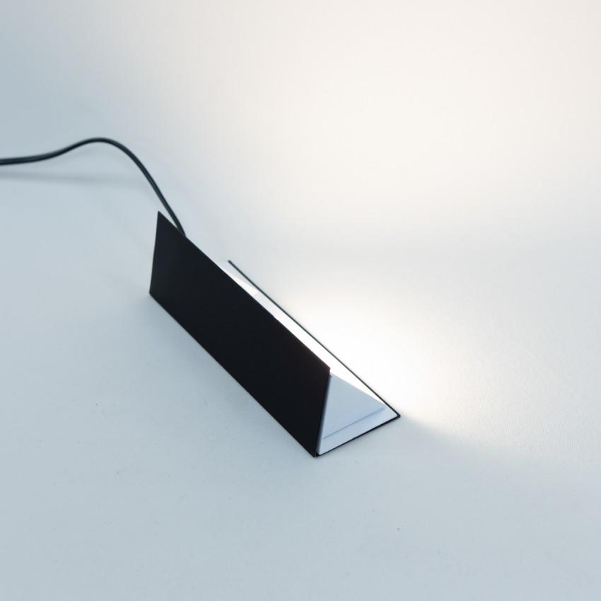 Lampe triangulaire en tôle pliée