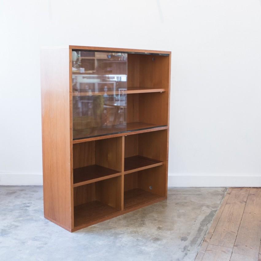 Bibliothèque en bois et vitrine des années 1970