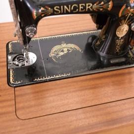 Machine à coudre Singer dans son magnifique coffret de designer !