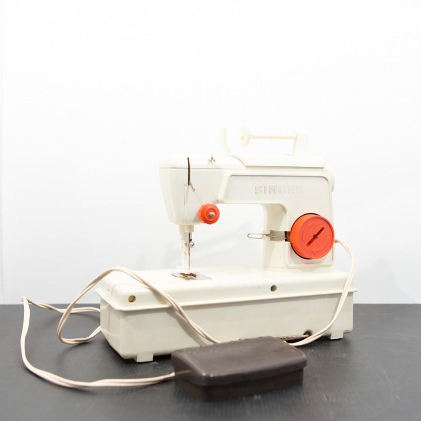 Machine coudre pour enfant singer 67b13 jouet vintage for Machine a coudre jouet