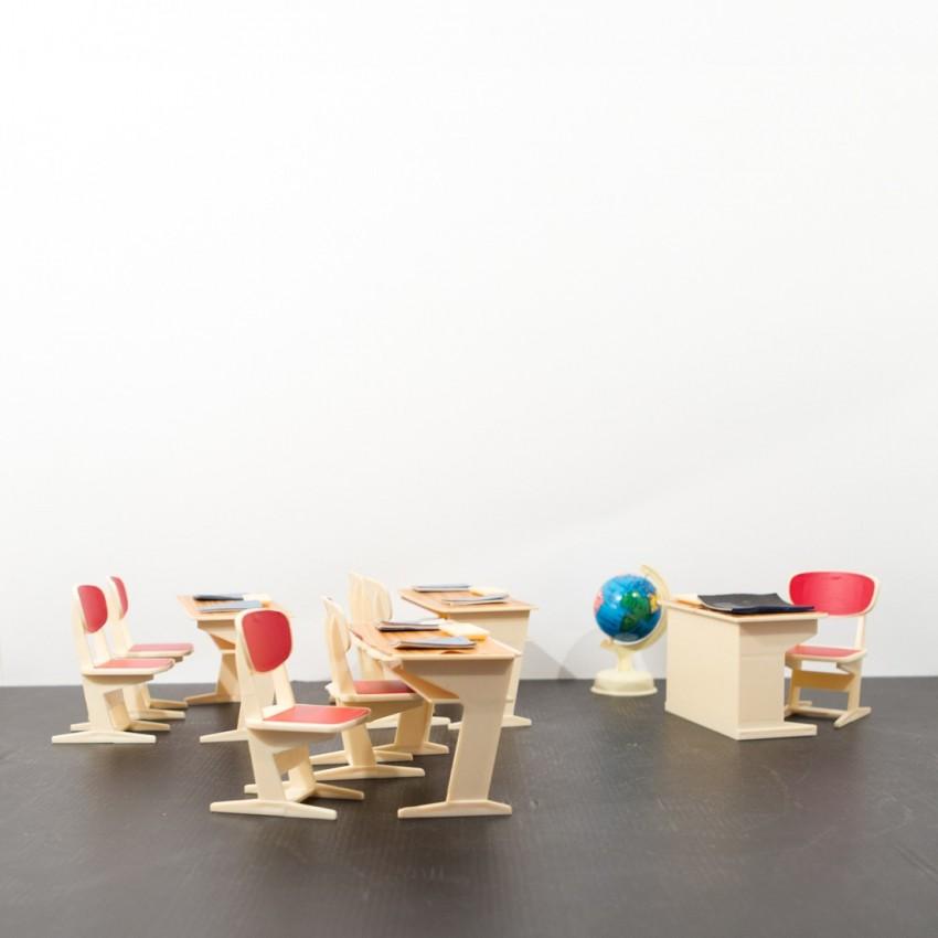 Salle de classe miniature et vintage