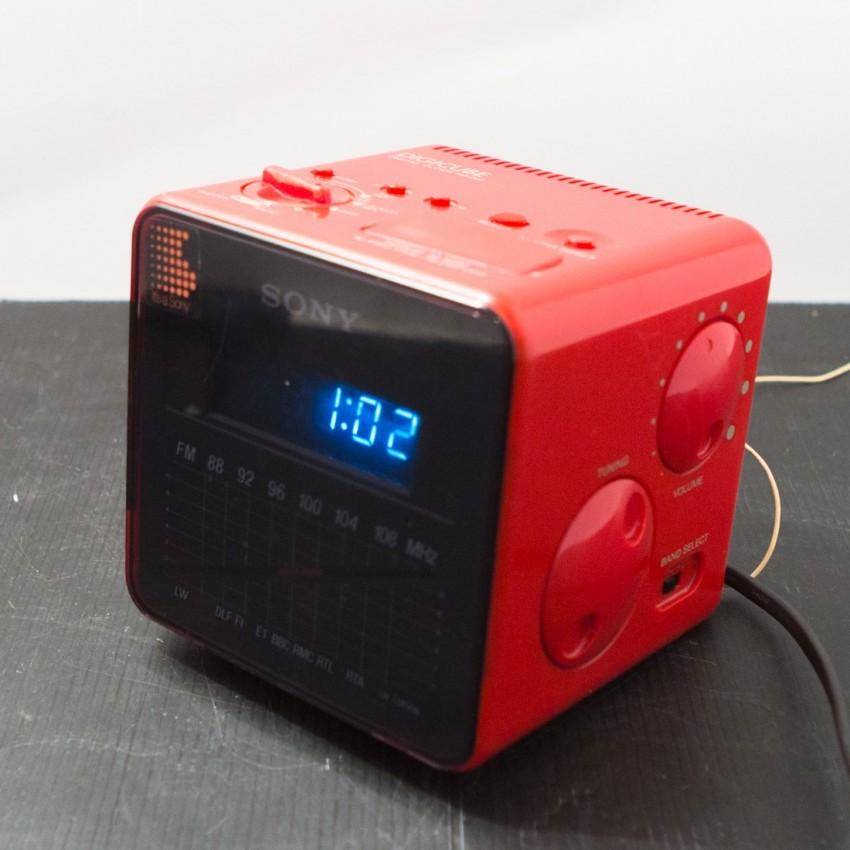 Radio-réveil Sony Digicube rouge ICF-C10W - 1980