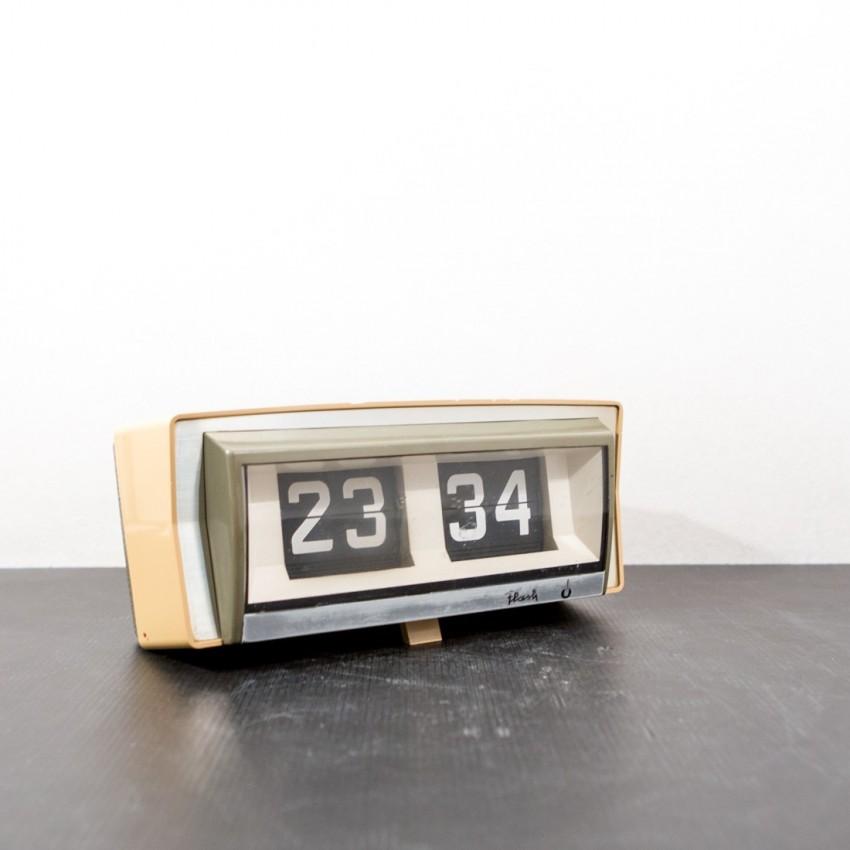 horloge flash lamelles hs. Black Bedroom Furniture Sets. Home Design Ideas