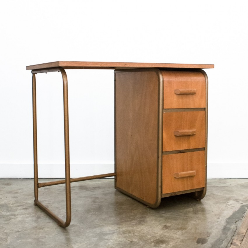 petit bureau en bois des ann es 1950. Black Bedroom Furniture Sets. Home Design Ideas