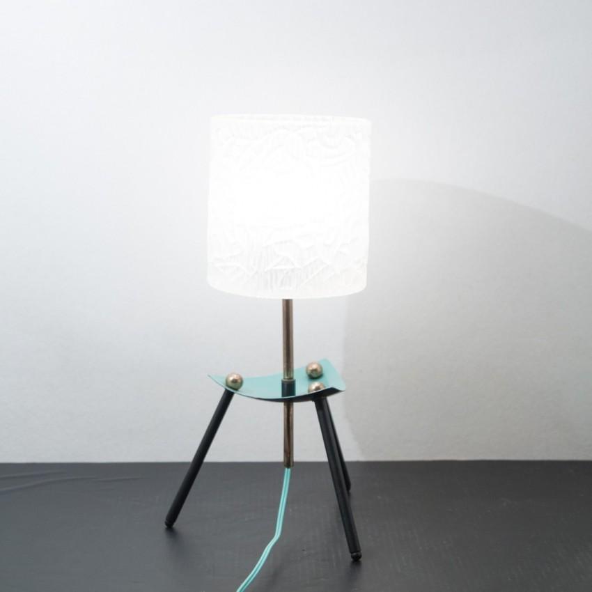 Lampe de table tripode et vintage