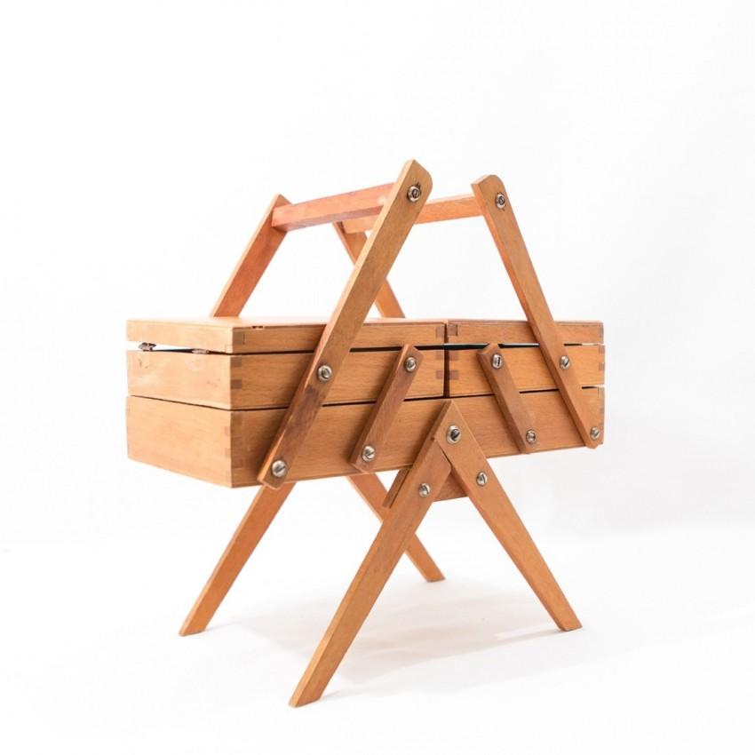 Petite travailleuse de couturi re for Couturiere en bois