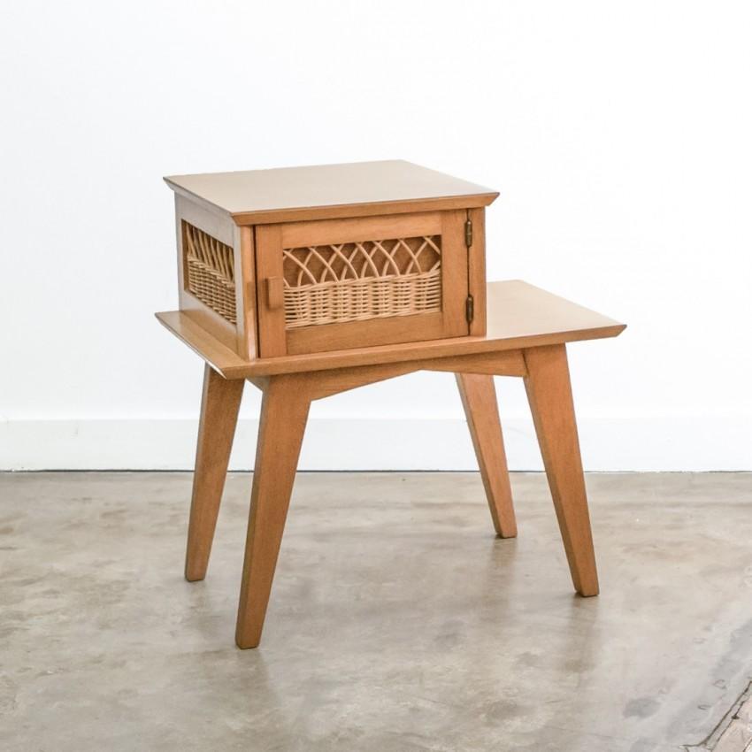 chevet en bois et en rotin. Black Bedroom Furniture Sets. Home Design Ideas