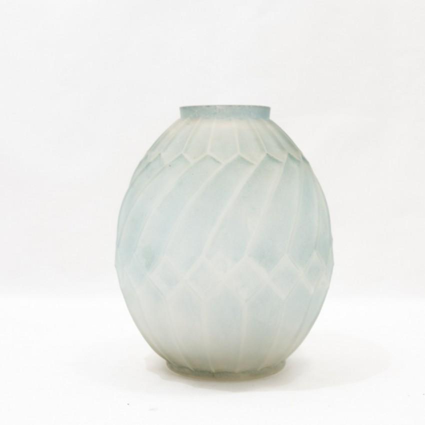 vase art d co en verre. Black Bedroom Furniture Sets. Home Design Ideas