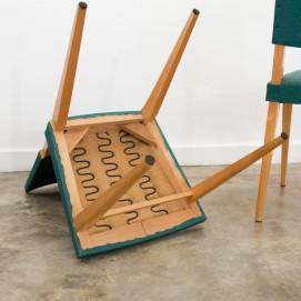 Chaise des années 1950 en bois recouverte de Skaï vert