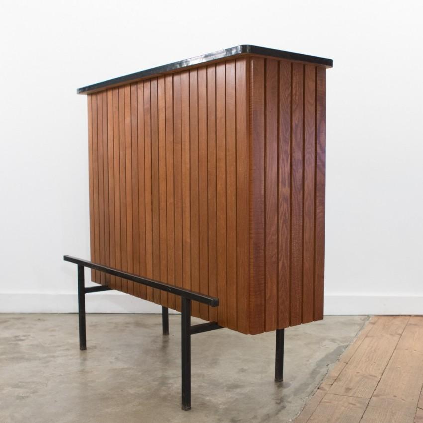 comptoir ou bar d 39 appartement ann es 1950. Black Bedroom Furniture Sets. Home Design Ideas