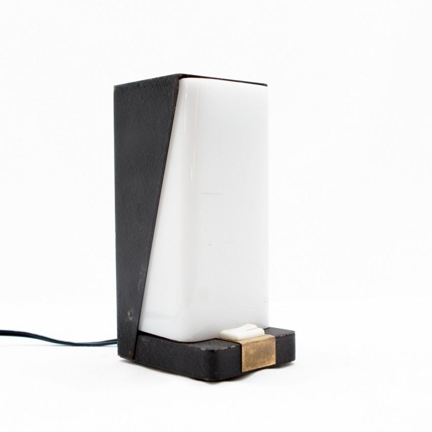 lampe d 39 appoint asym trique. Black Bedroom Furniture Sets. Home Design Ideas