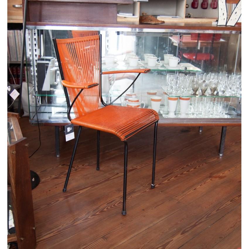 Chaise scoubidou orange et noire