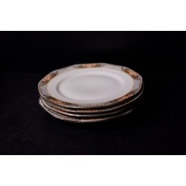 Lot d'assiettes en porcelaine