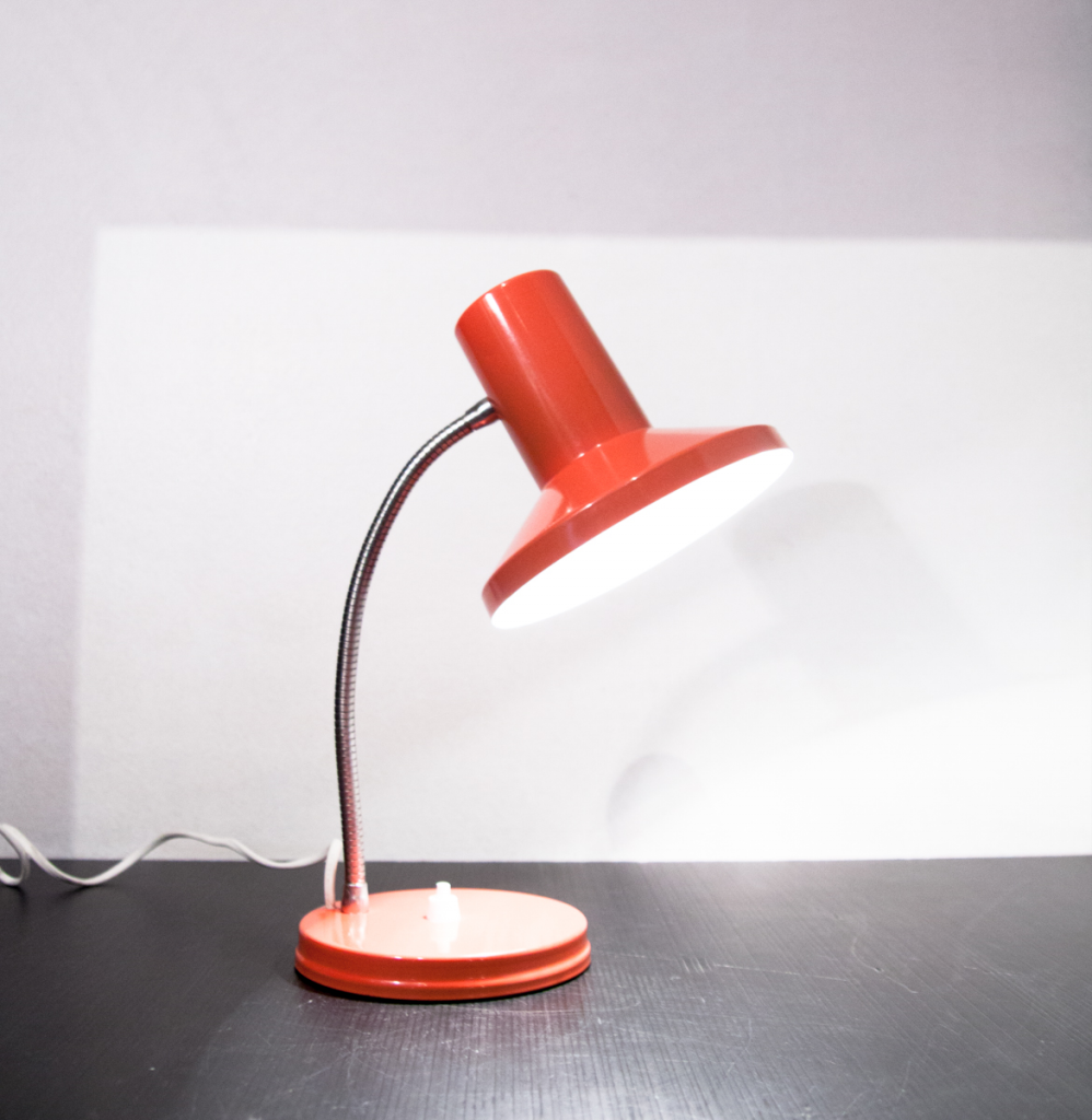 Lampe de bureau italienne vintage et orange for Lampe de bureau retro